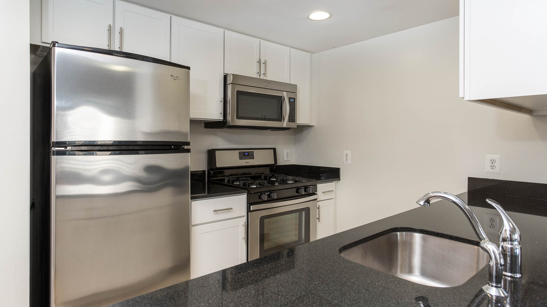 Virginia Square Apartments - Kitchen