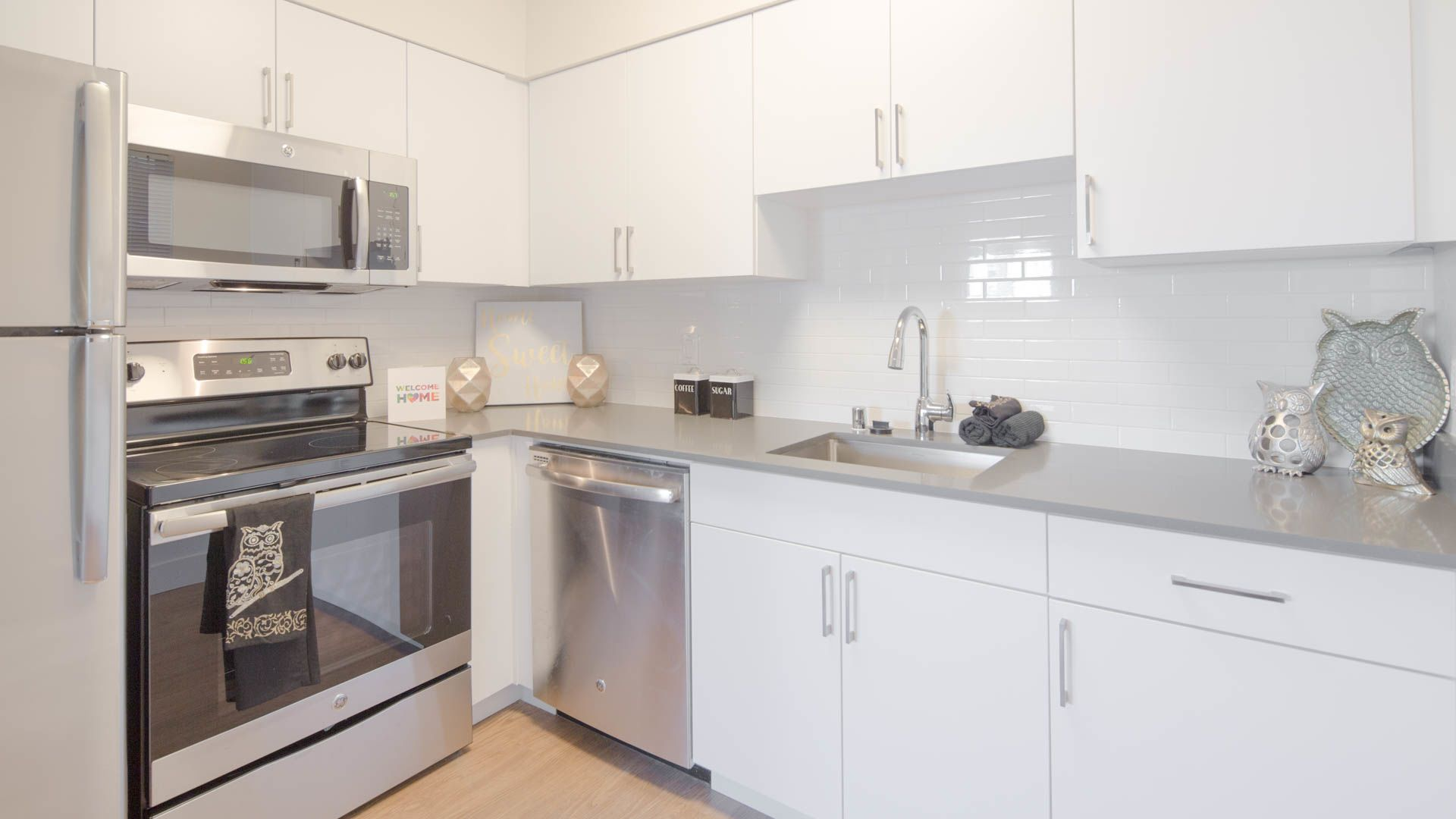 Riva Terra Apartments at Redwood Shores - Kitchen