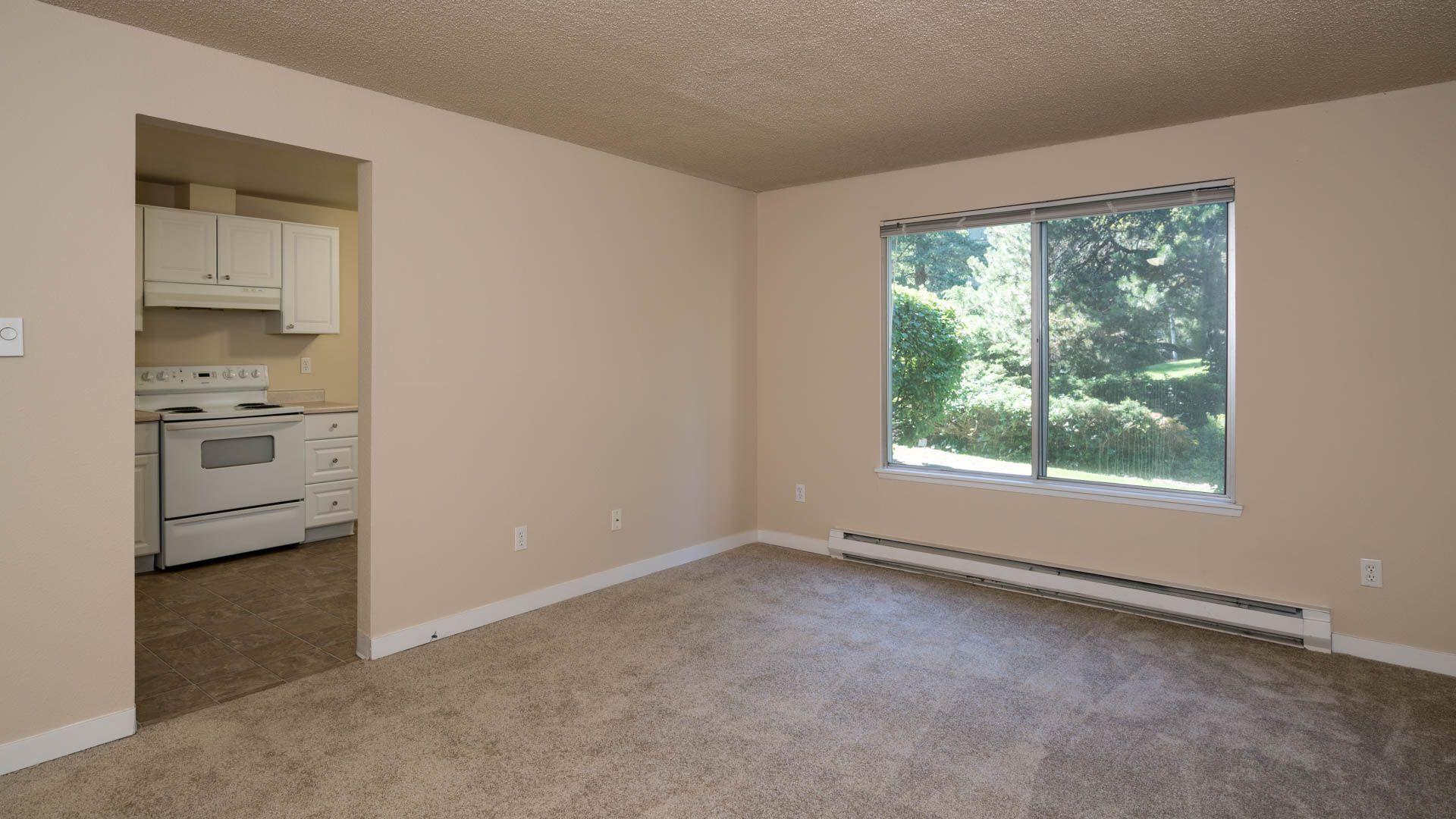 Redmond Court Apartments - Living Area