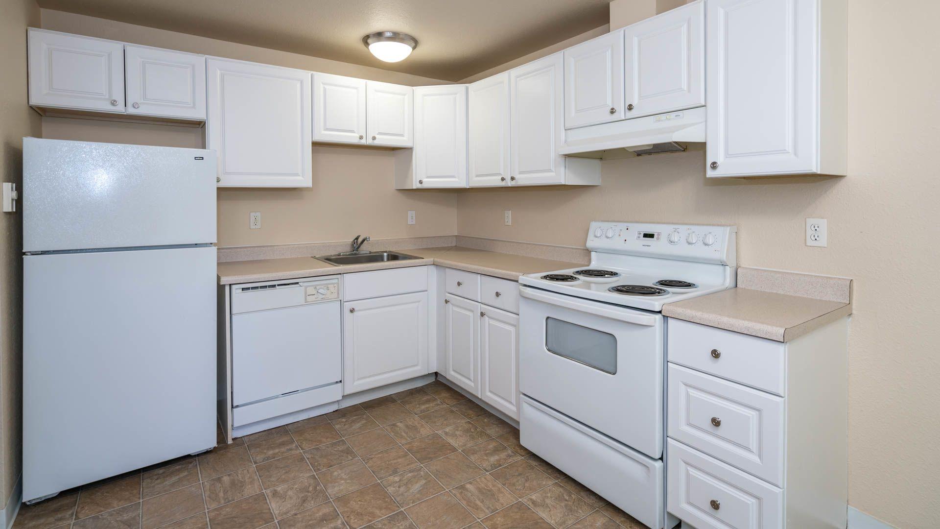 Redmond Court Apartments - Kitchen