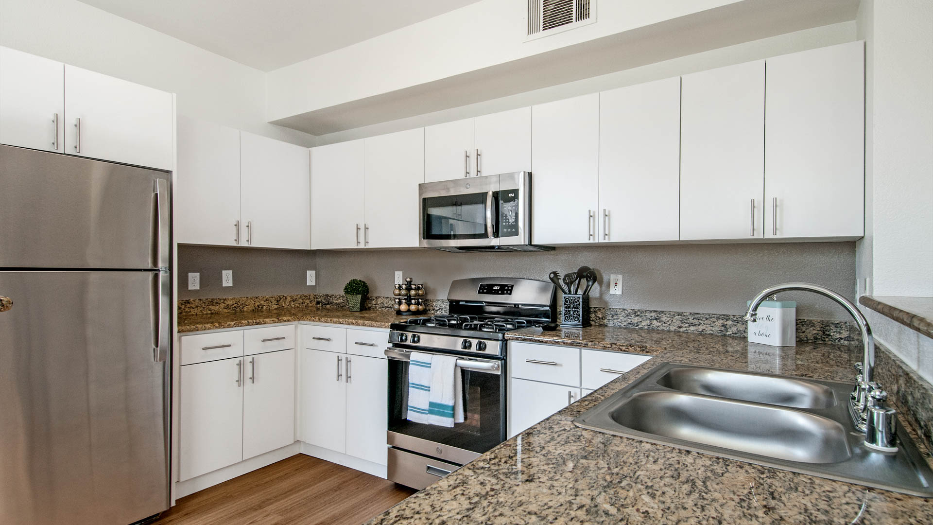 Fountains at Emerald Park Apartments - Kitchen