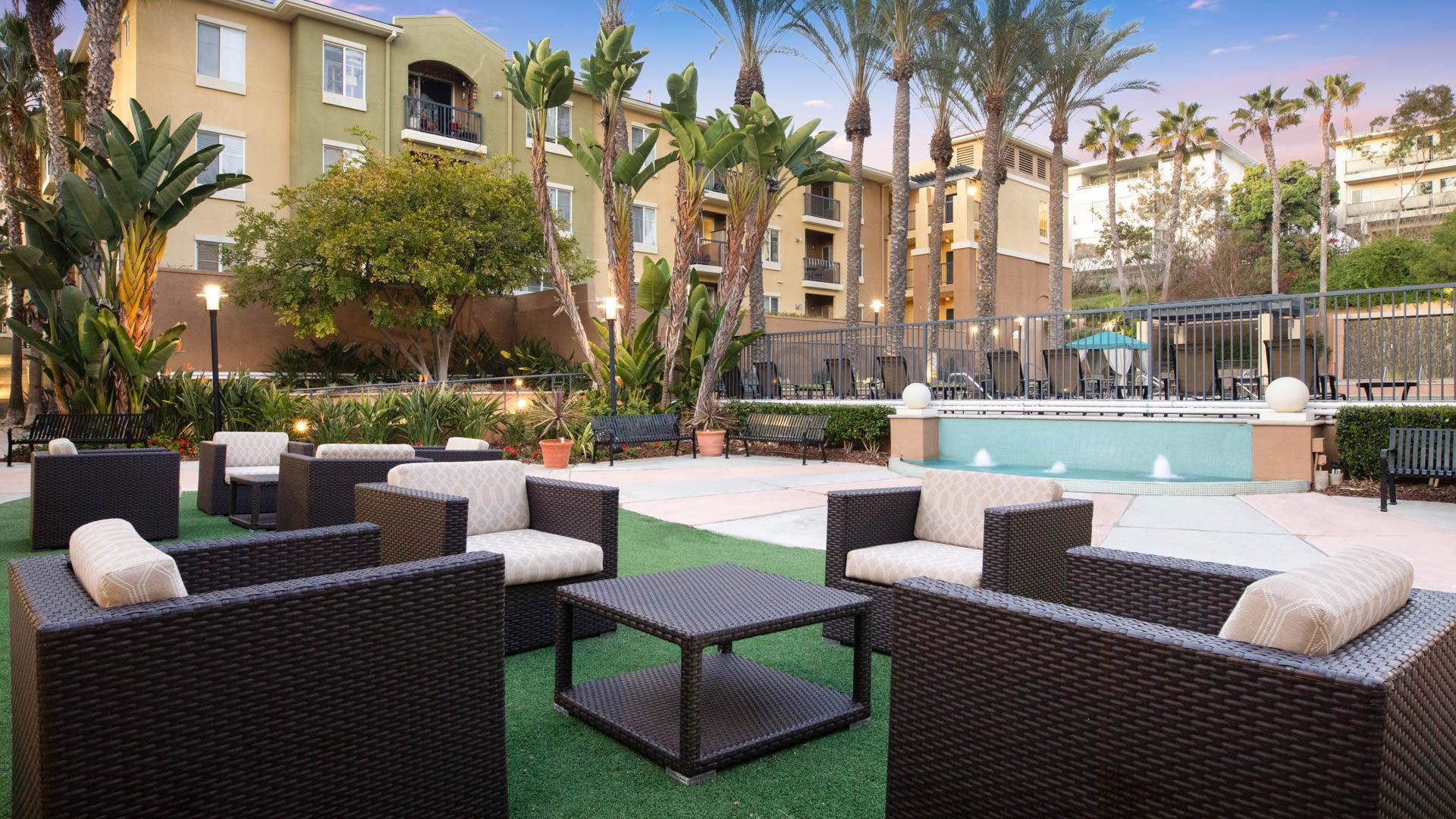 Mariposa at Playa del Rey Apartments - Outdoor Lounge