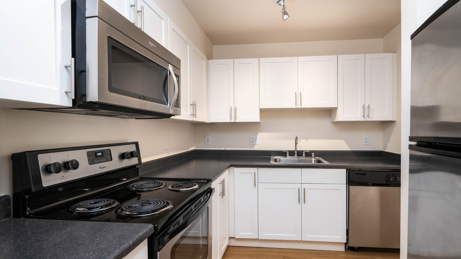 City Square Bellevue Apartments - Kitchen