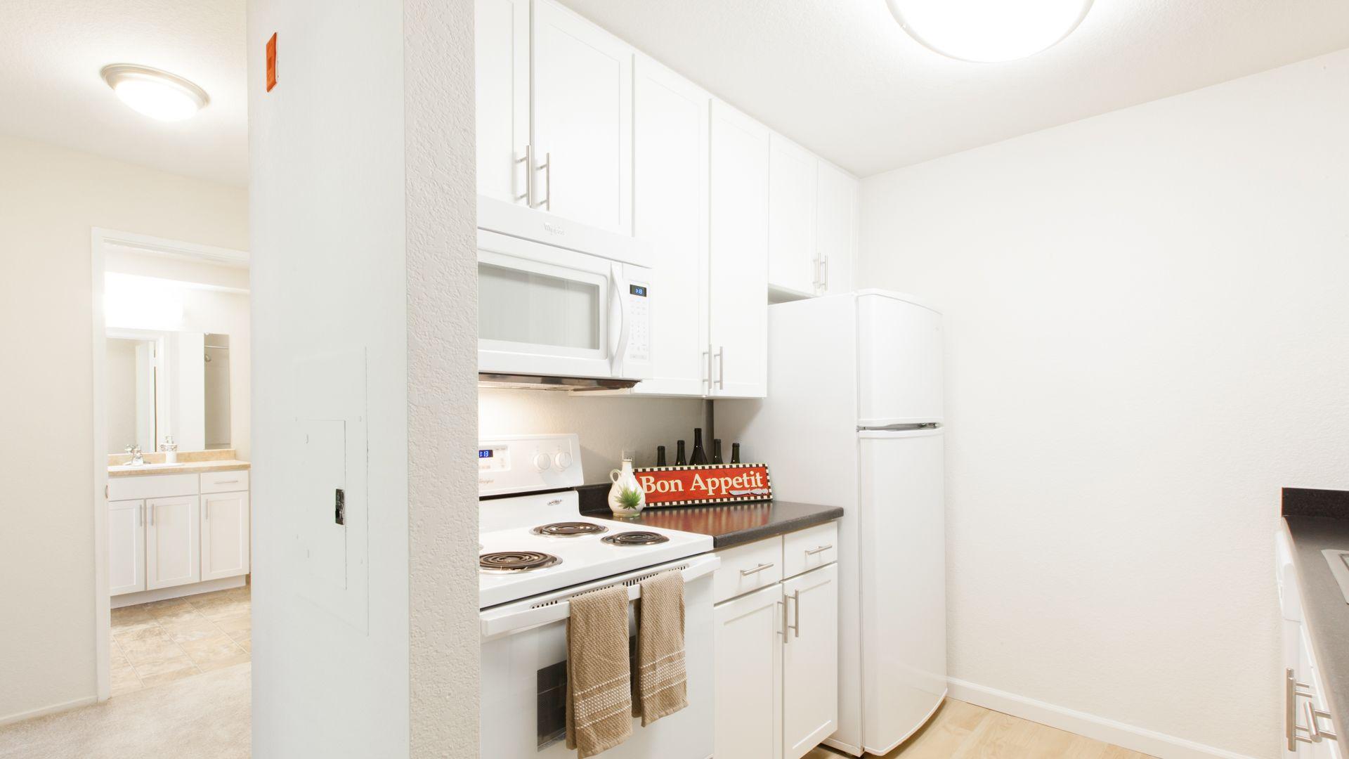Artistry Emeryville Apartments - Kitchen