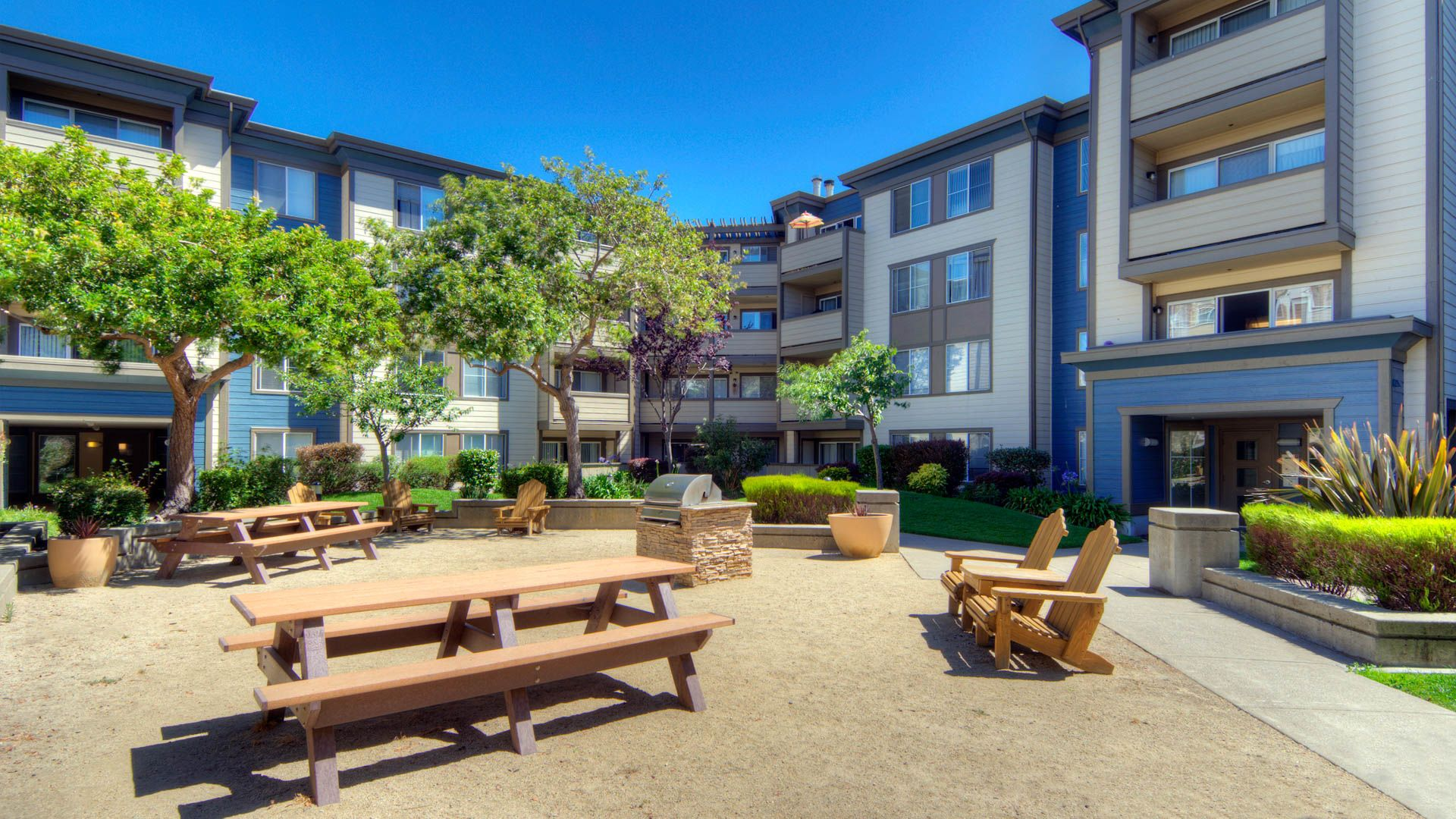 Alt Artistry Emeryville Apartments   Courtyard