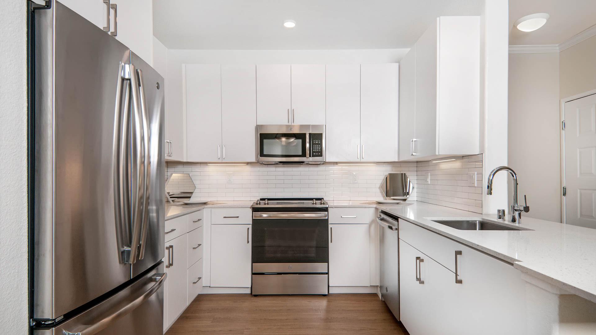 Estancia at Santa Clara Apartments - Kitchen
