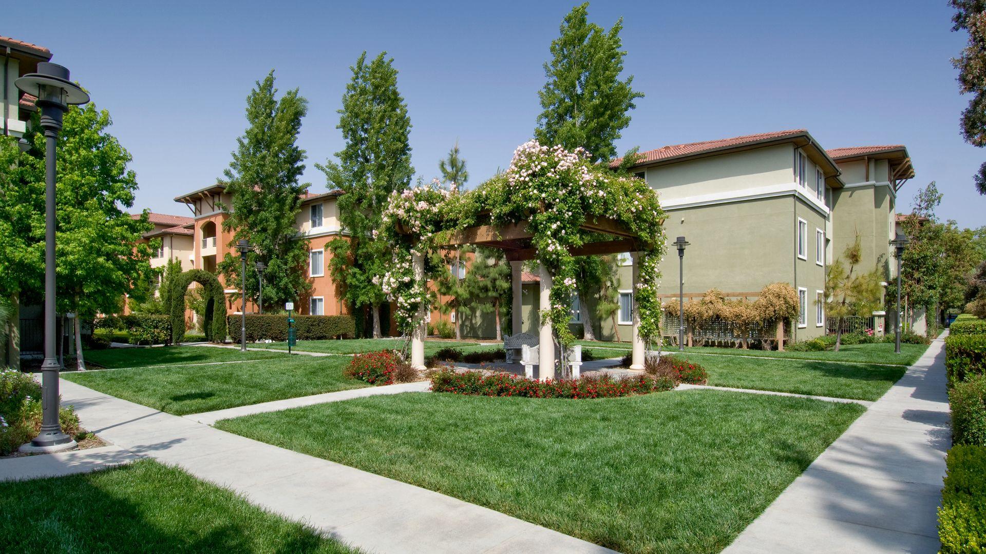 Estancia at Santa Clara Apartments - Courtyard