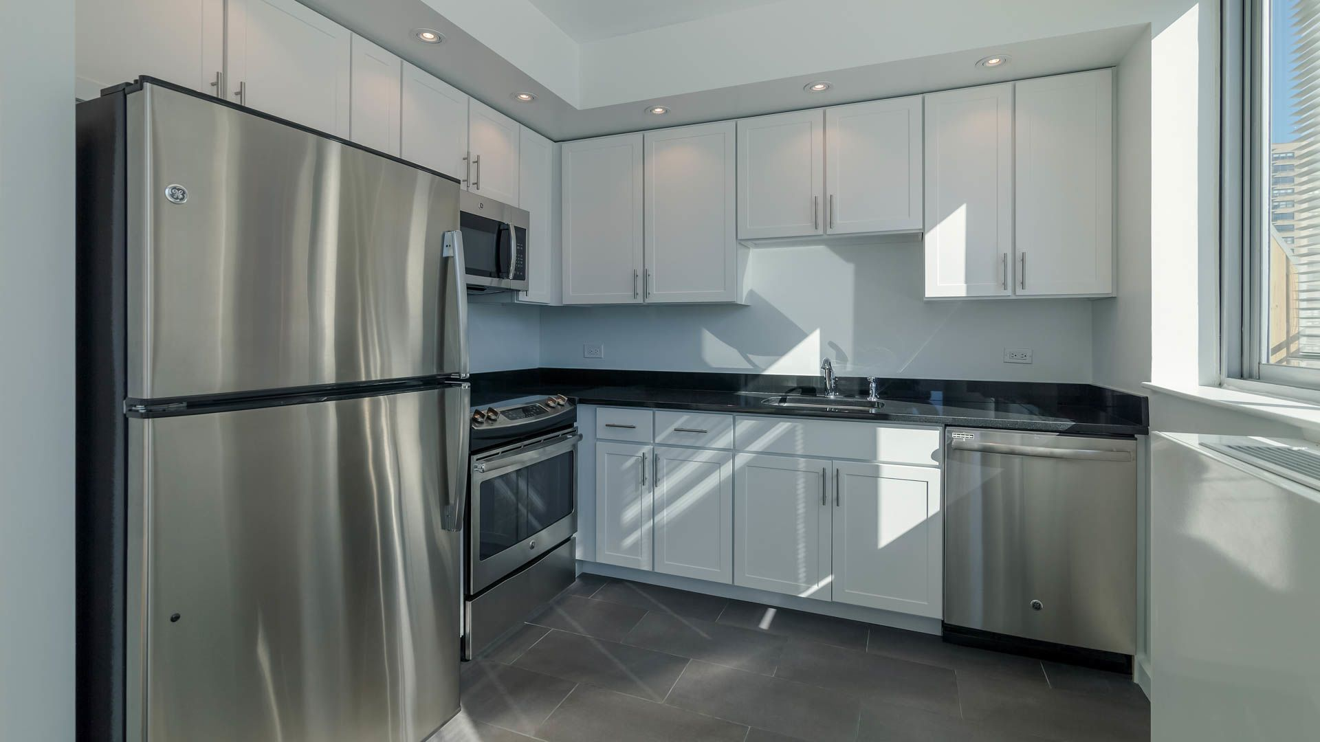 101 West End Apartments - Kitchen