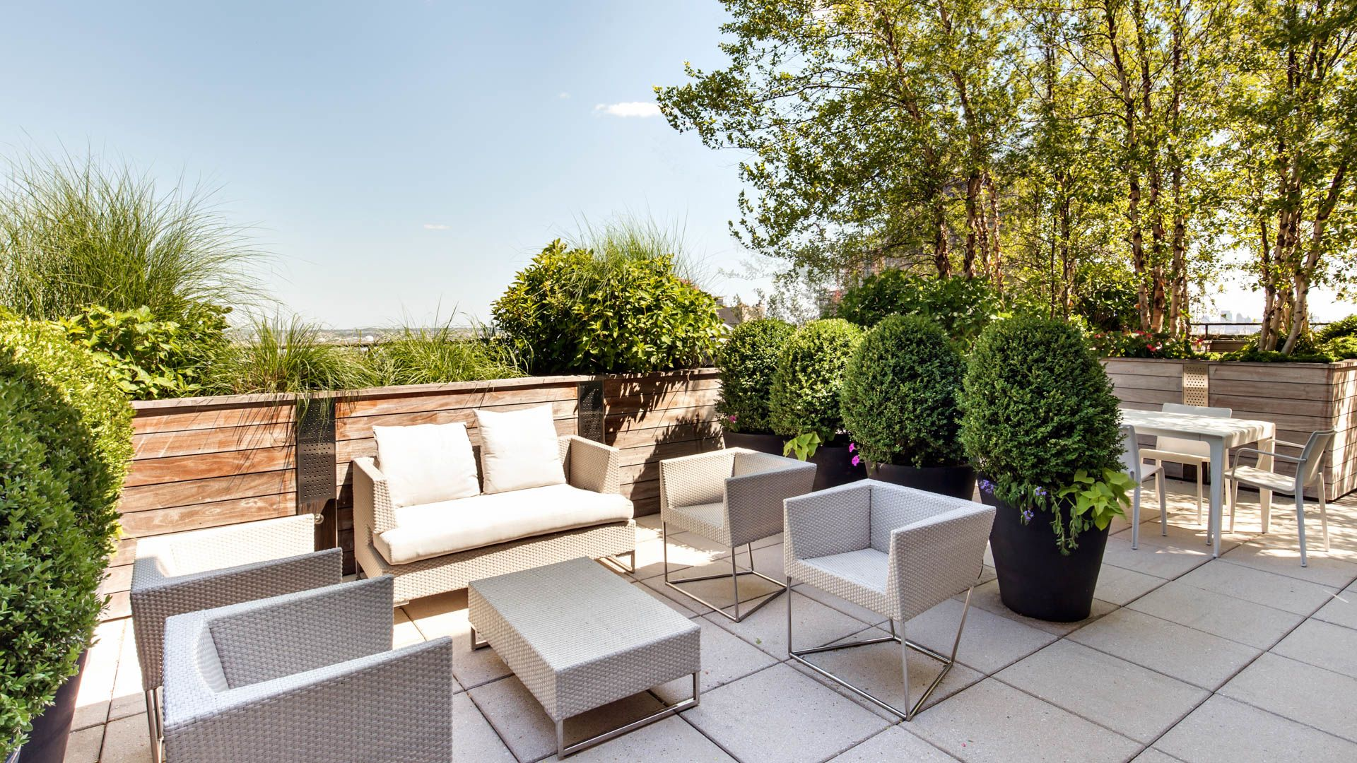 Murray Hill Tower Apartments - Outdoor Deck