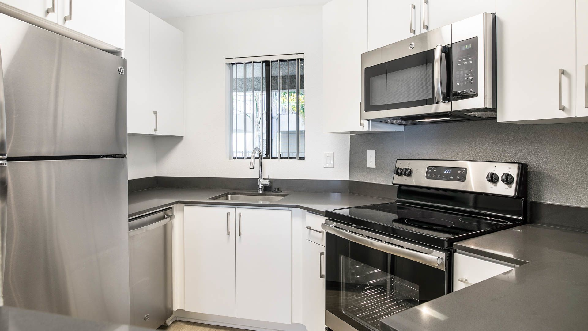 Prado Apartments - Kitchen