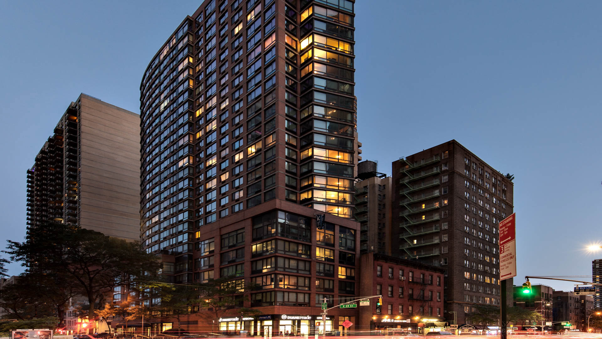 300 East 39th Apartments - Exterior