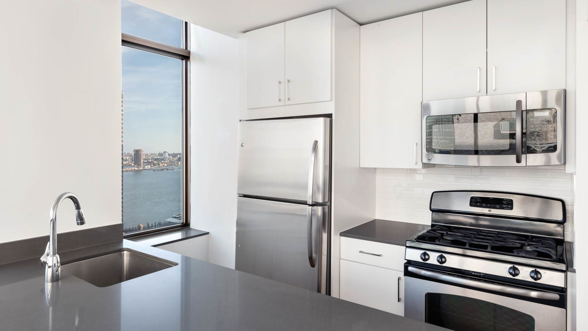 300 East 39th Apartments - Kitchen