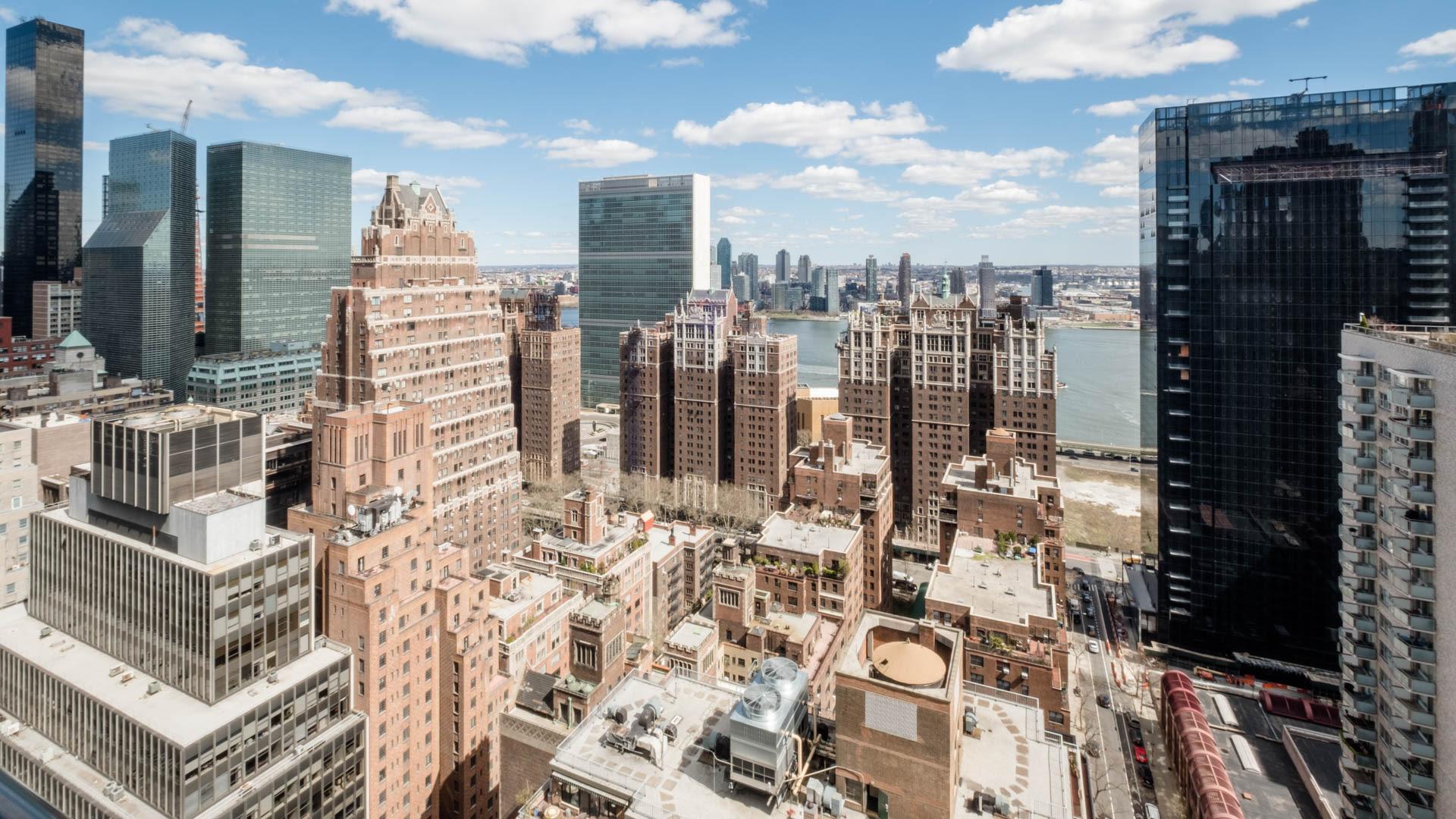 300 East 39th Apartments - Neighborhood