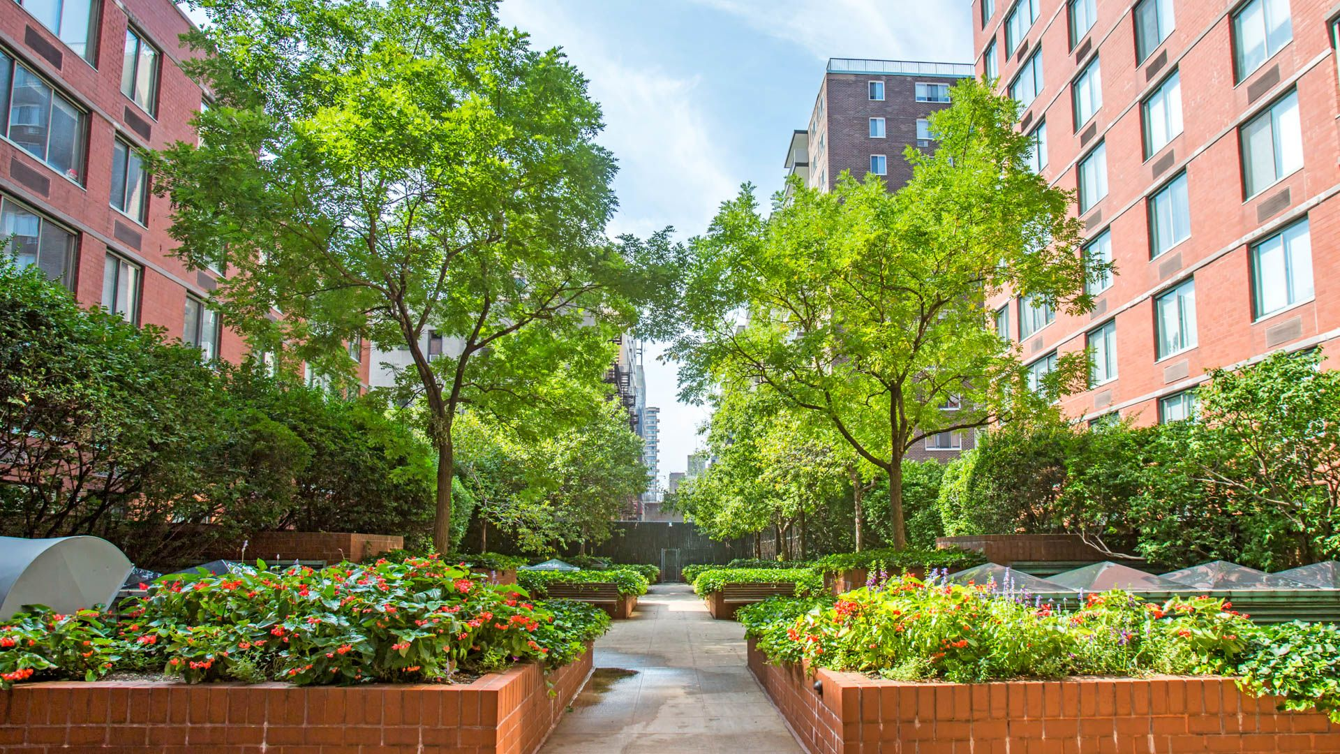 West 96th Apartments - Courtyard