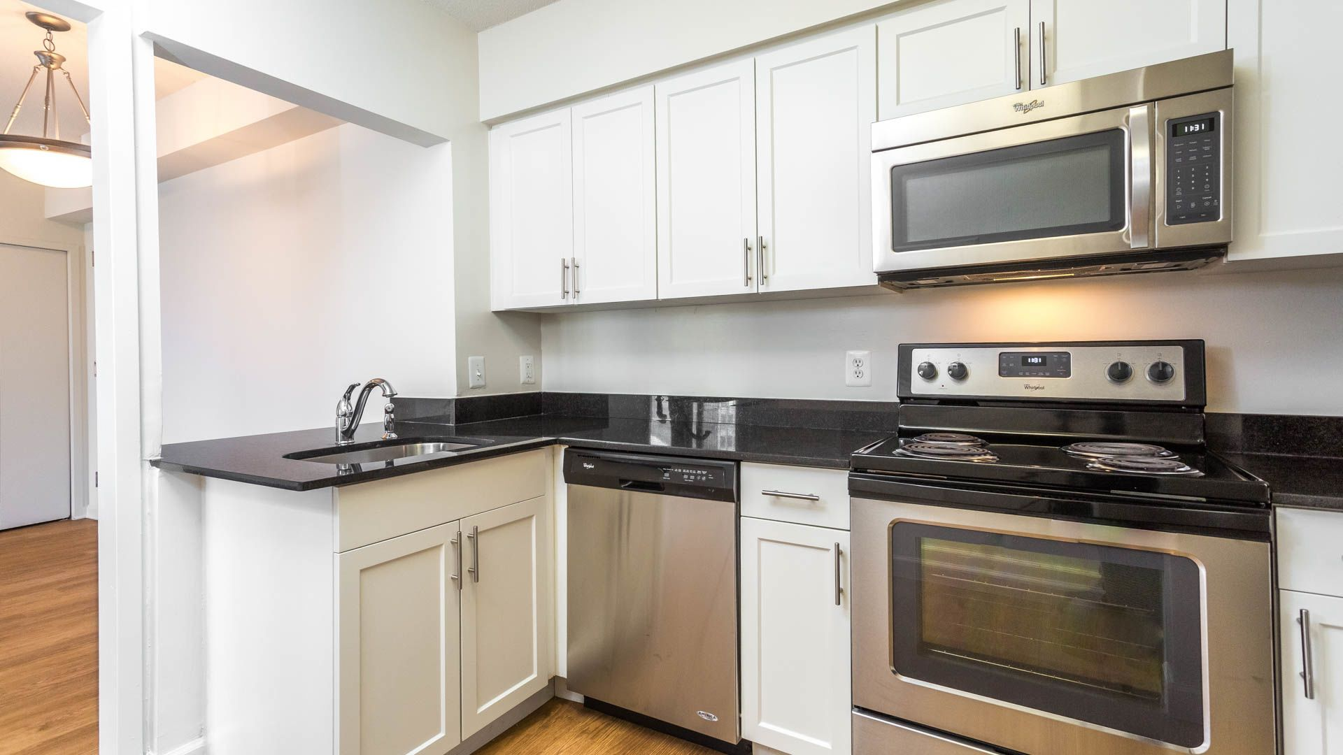 Crystal Place Apartments - Kitchen
