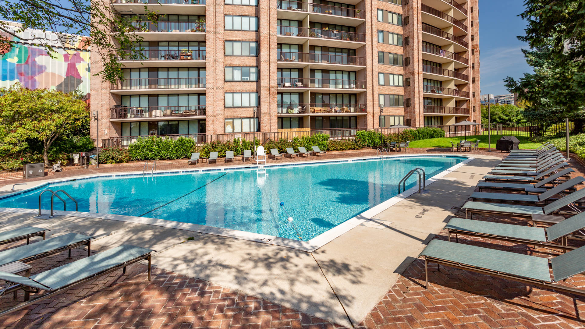 Crystal Place Apartments - Swimming Pool