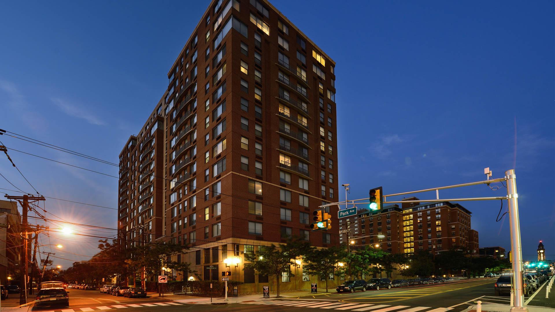77 Park Avenue Apartments - Exterior