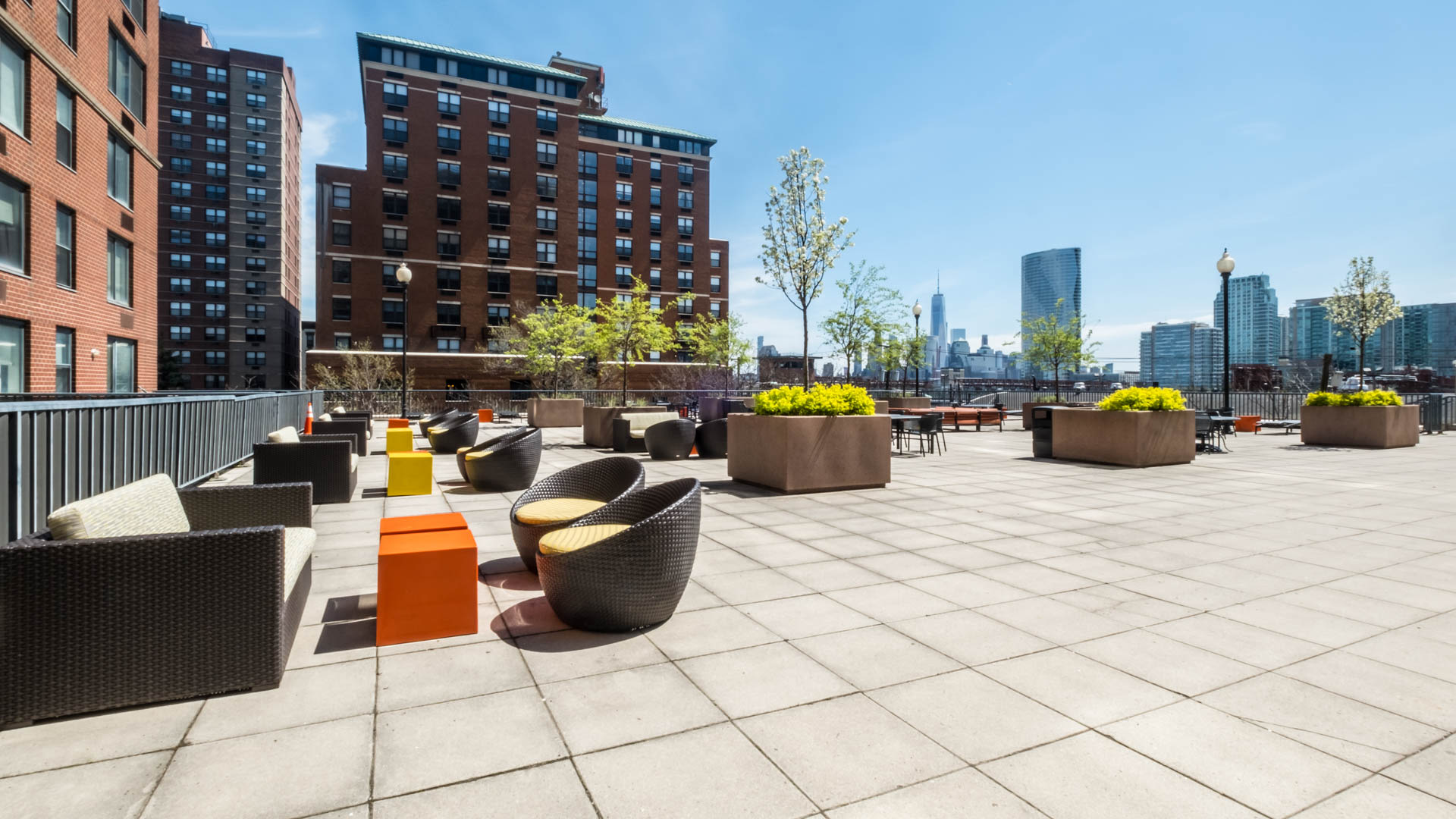 77 Park Avenue Apartments - Rooftop Patio
