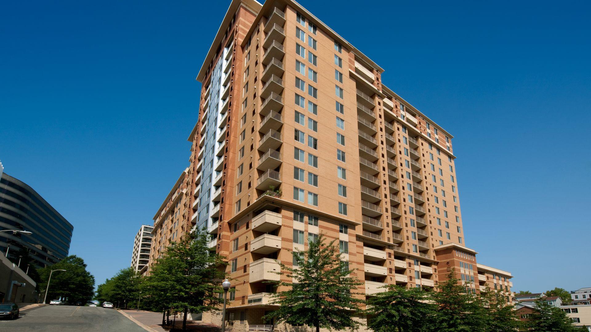 1800 Oak Apartments Building ...