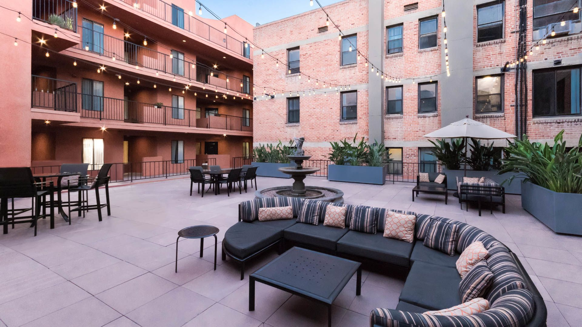 Vintage at 425 Broadway Apartments - Courtyard