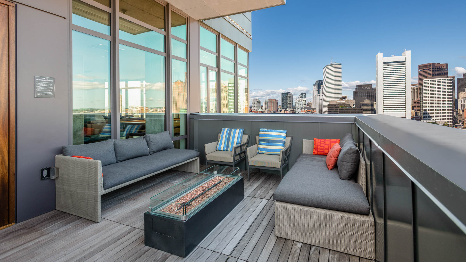 315 on A Apartments - Rooftop Lounge