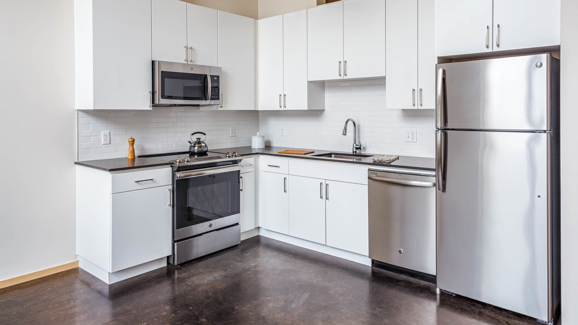 Packard Building Apartments - Kitchen