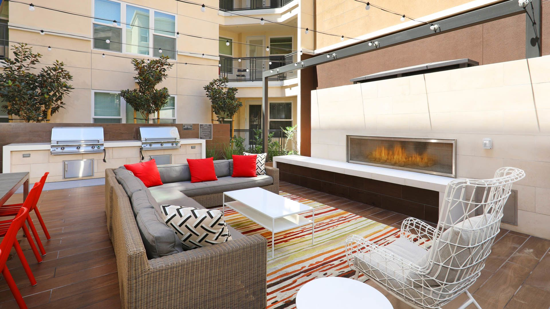 The Alton Apartments - Outdoor Lounge Grilling Area