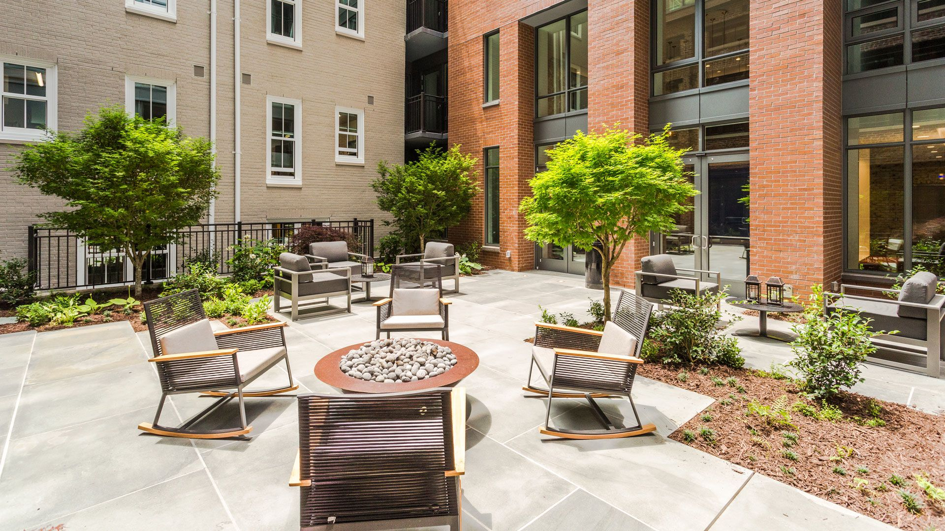 455 Eye Street Apartments - Courtyard