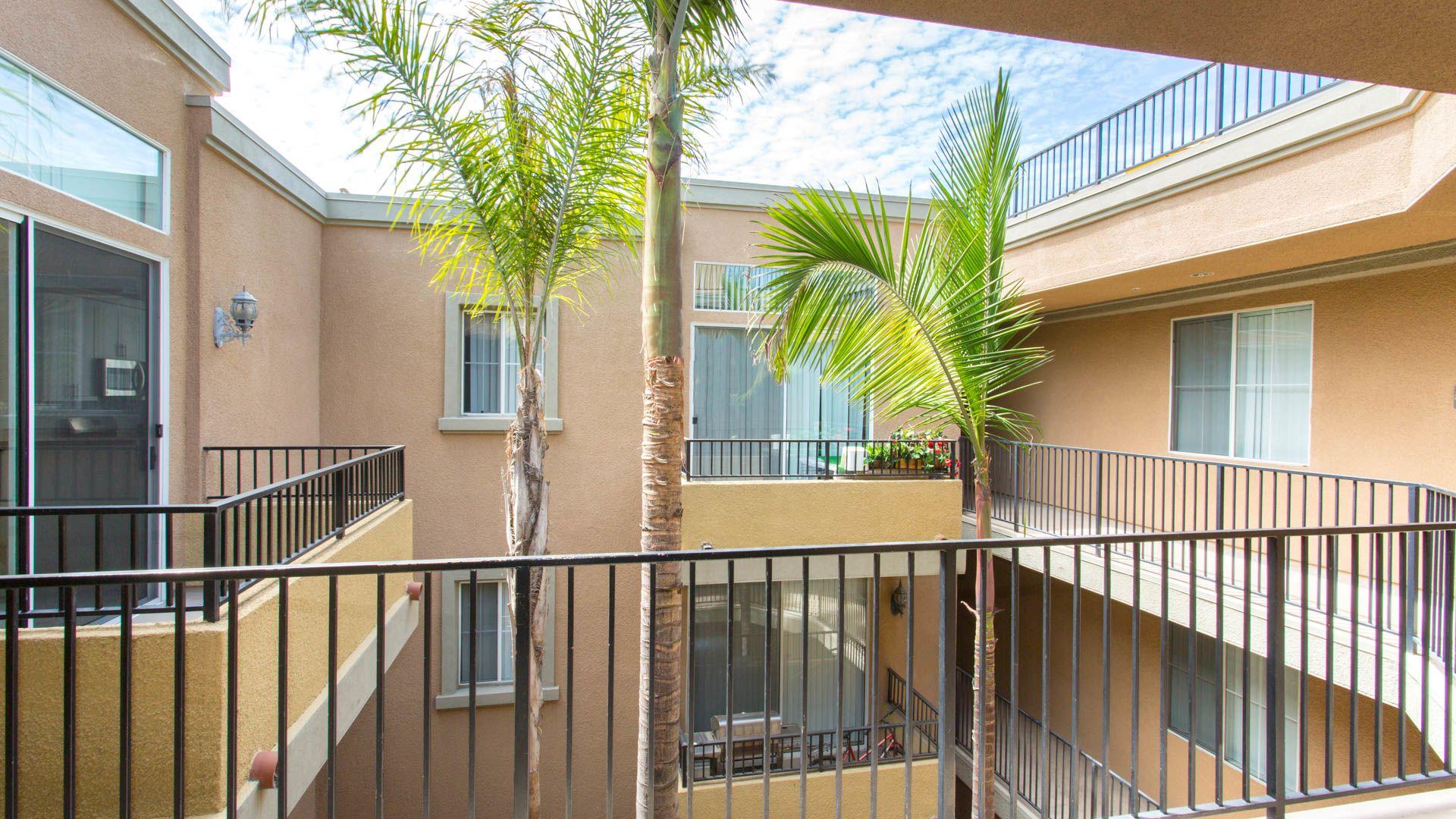 Westside on Barrington Apartments - Balcony