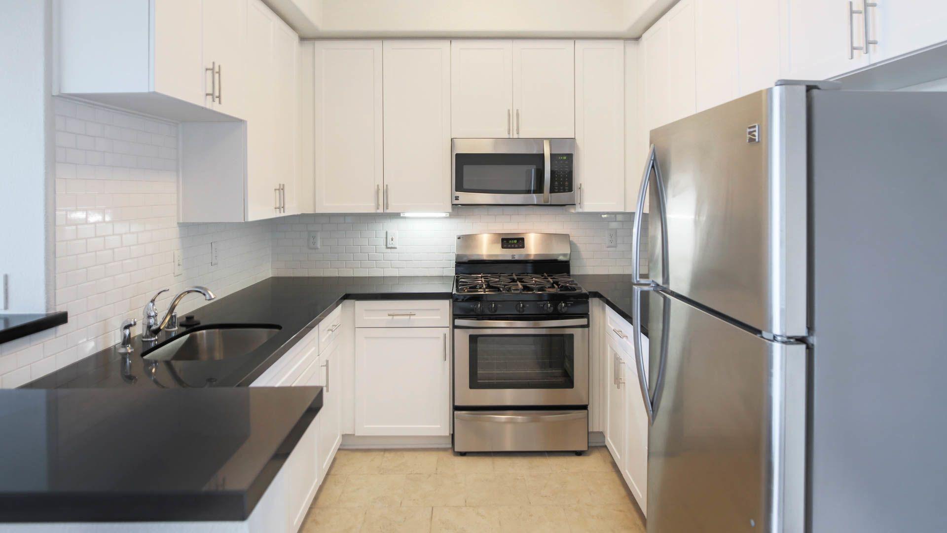 Westside on Beloit Apartments - Kitchen