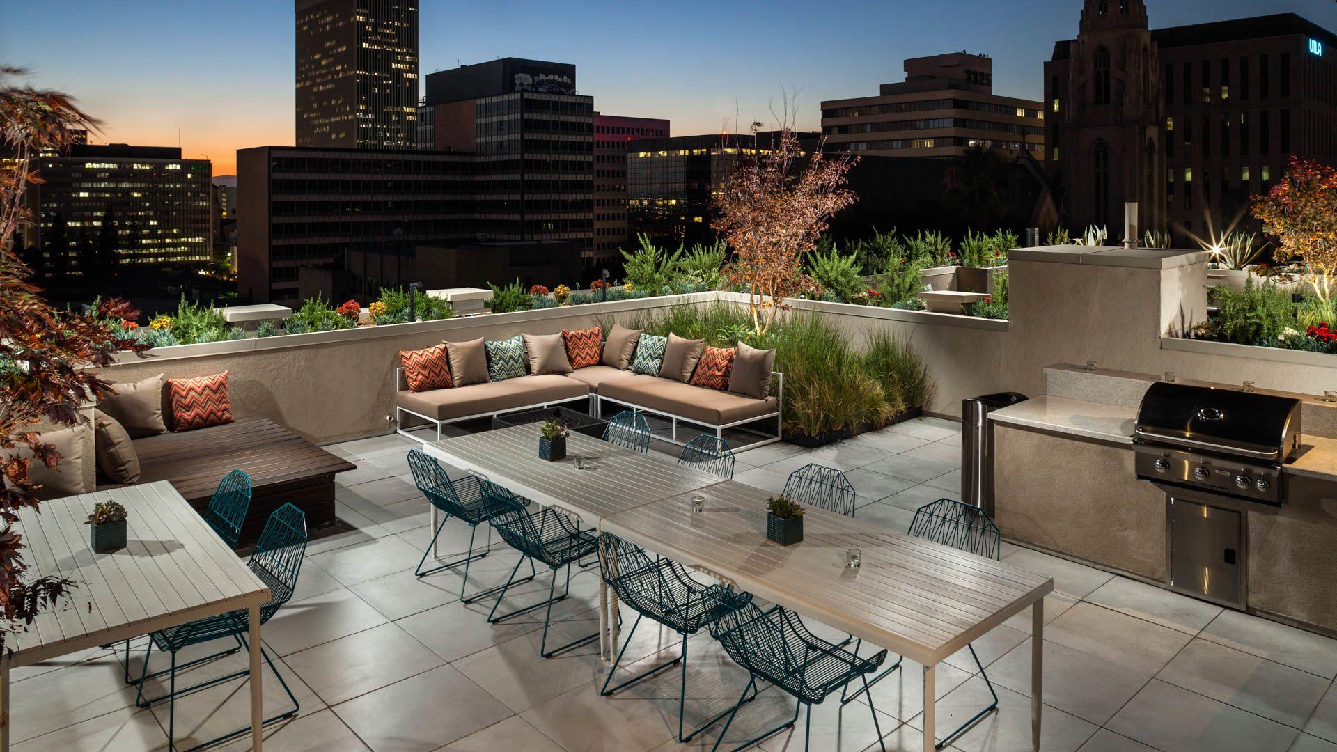 Radius Koreatown Apartments - Rooftop Lounge