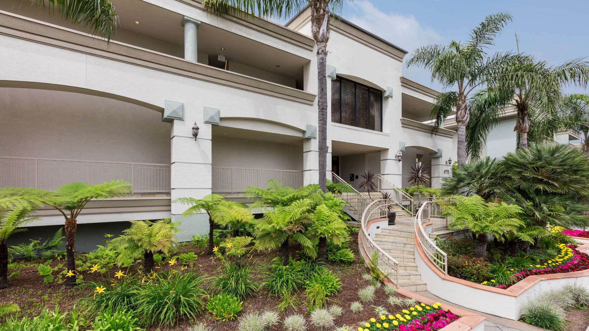 Pearl Apartments - Building Exterior