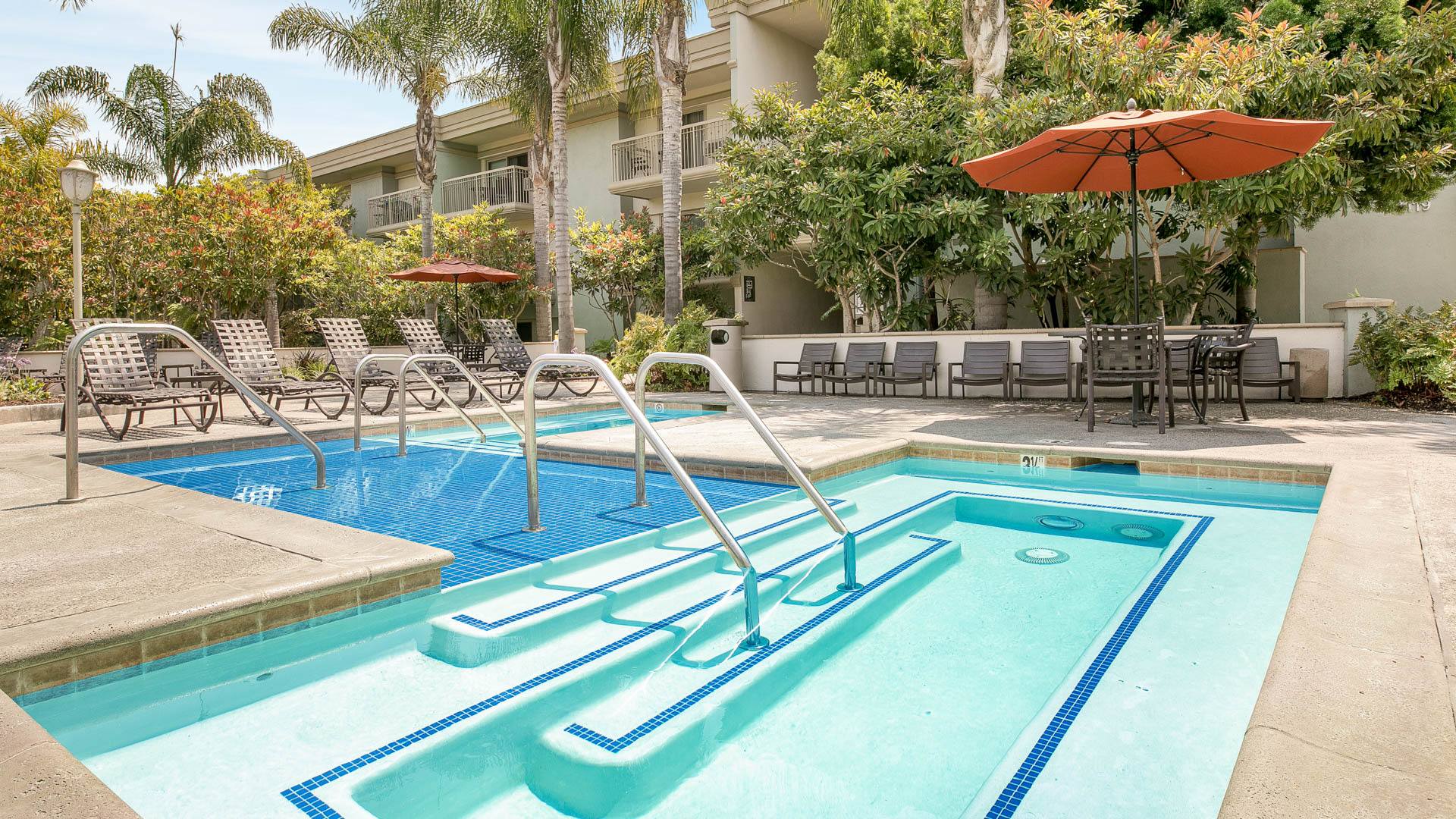 Pearl Apartments - Swimming Pool