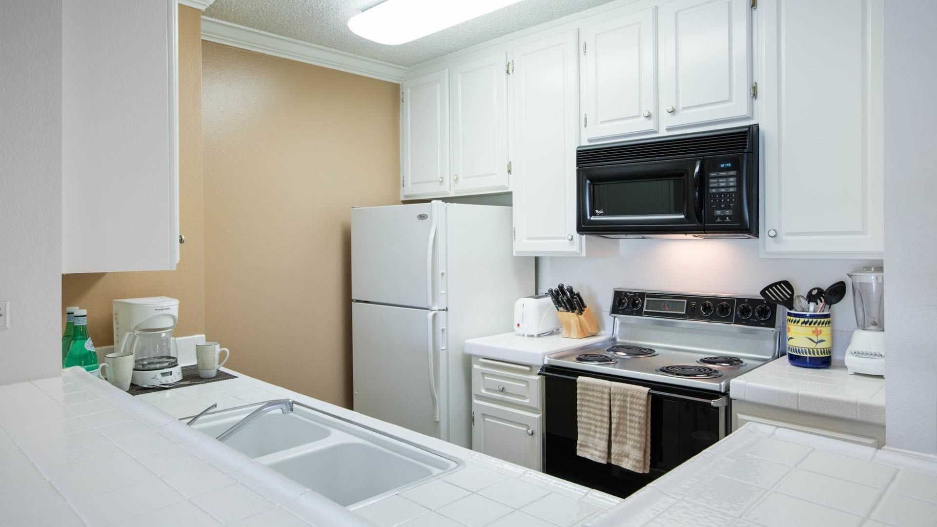 Pearl Apartments - Kitchen