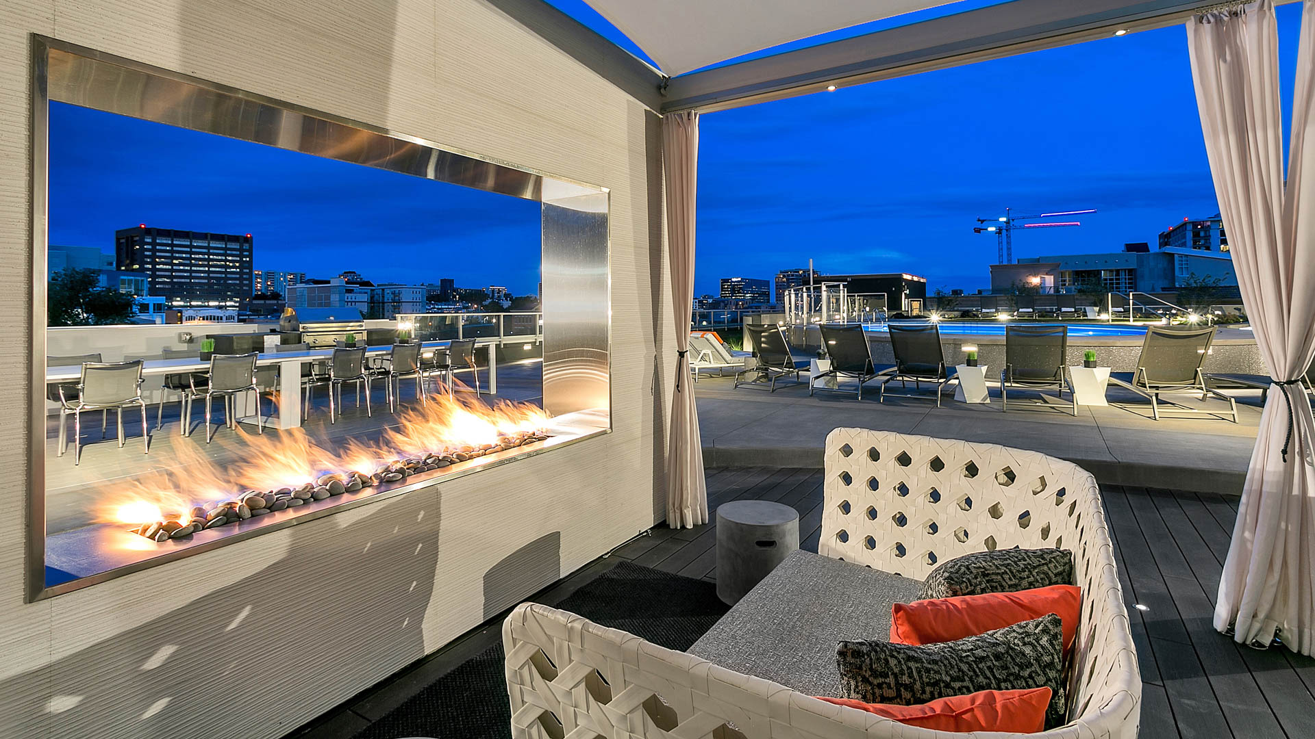 Eviva on Cherokee Apartments - Rooftop Lounge