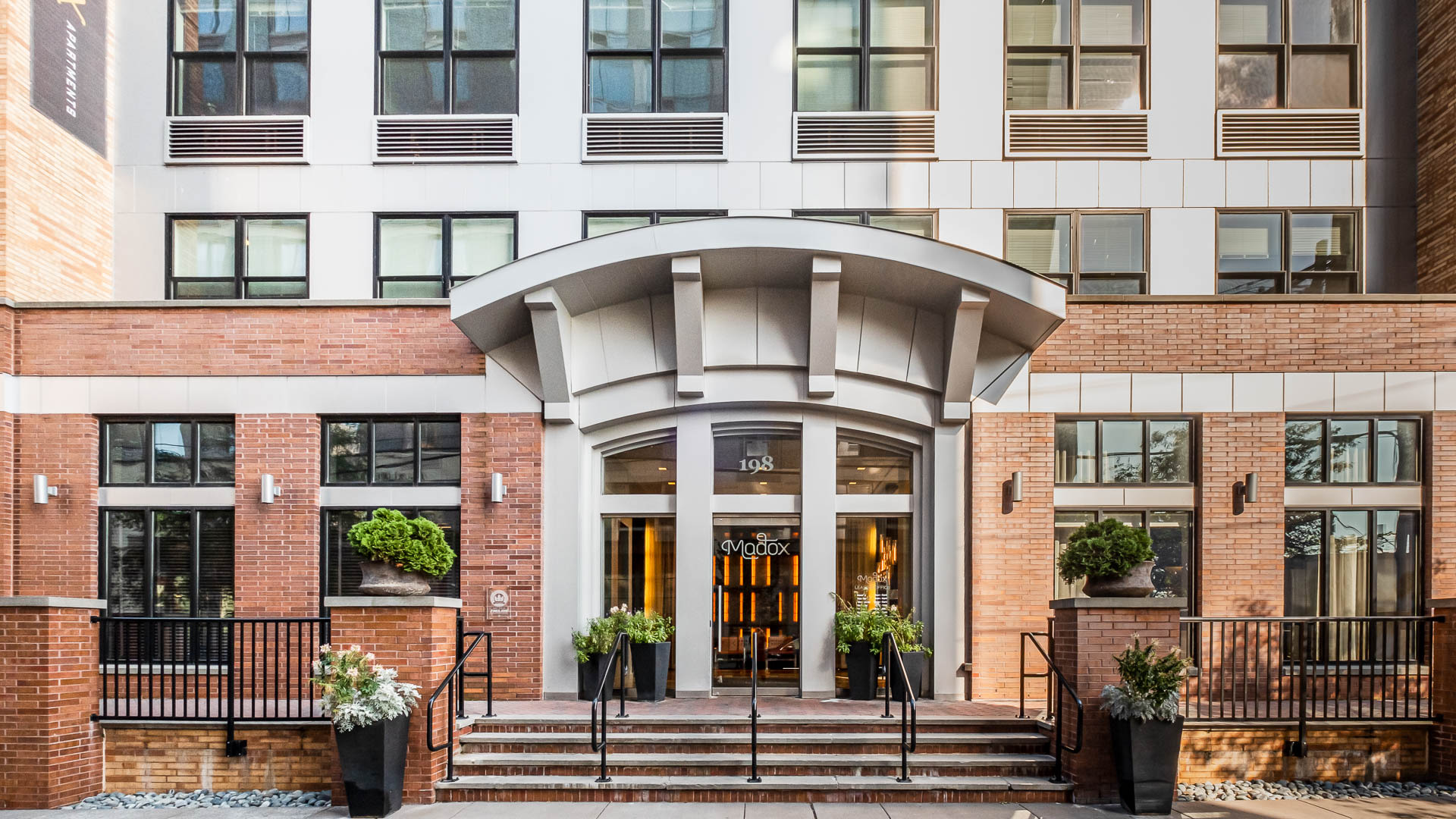 Madox Apartments - Exterior