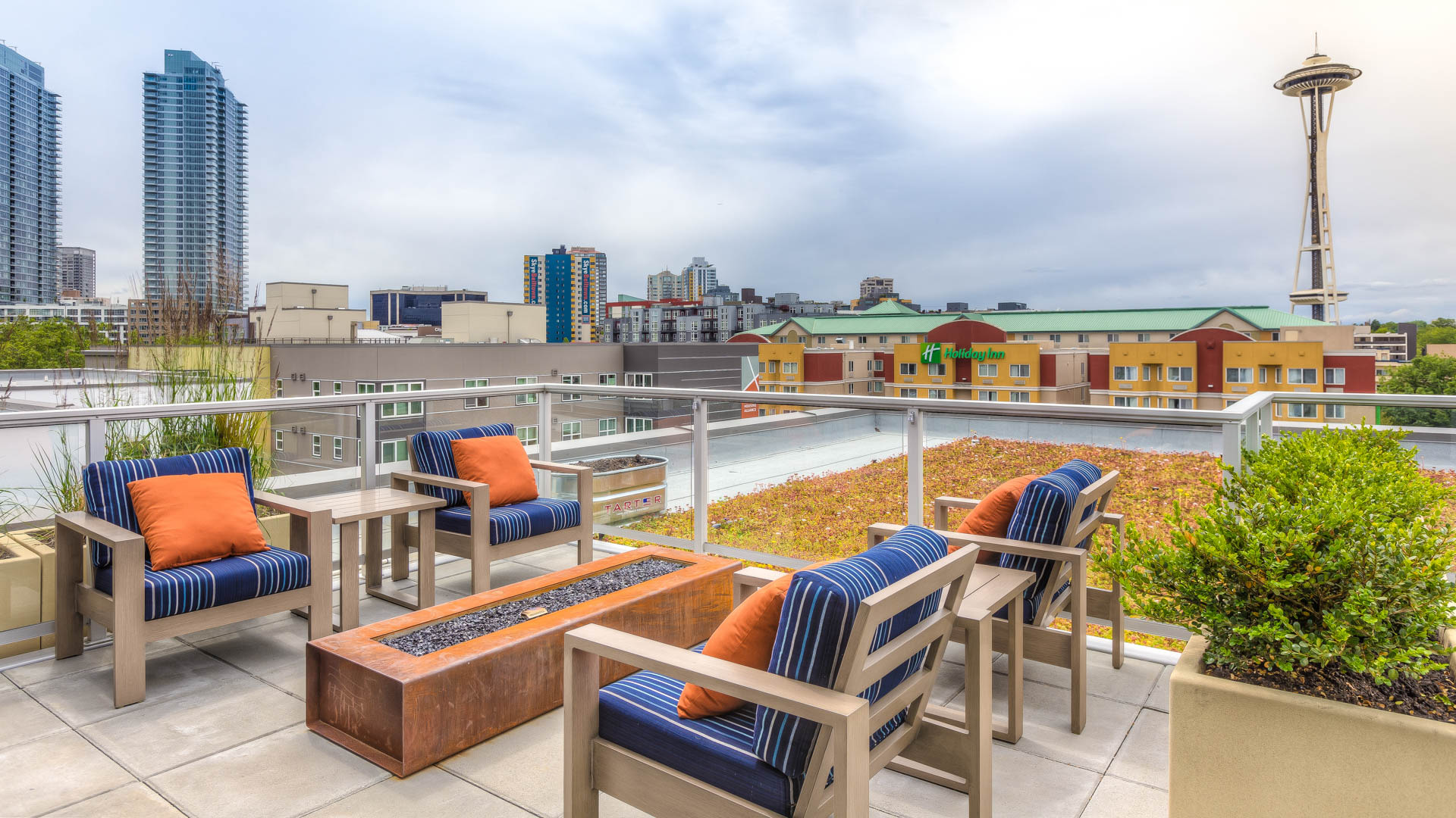 Mark on 8th Apartments - Rooftop Lounge