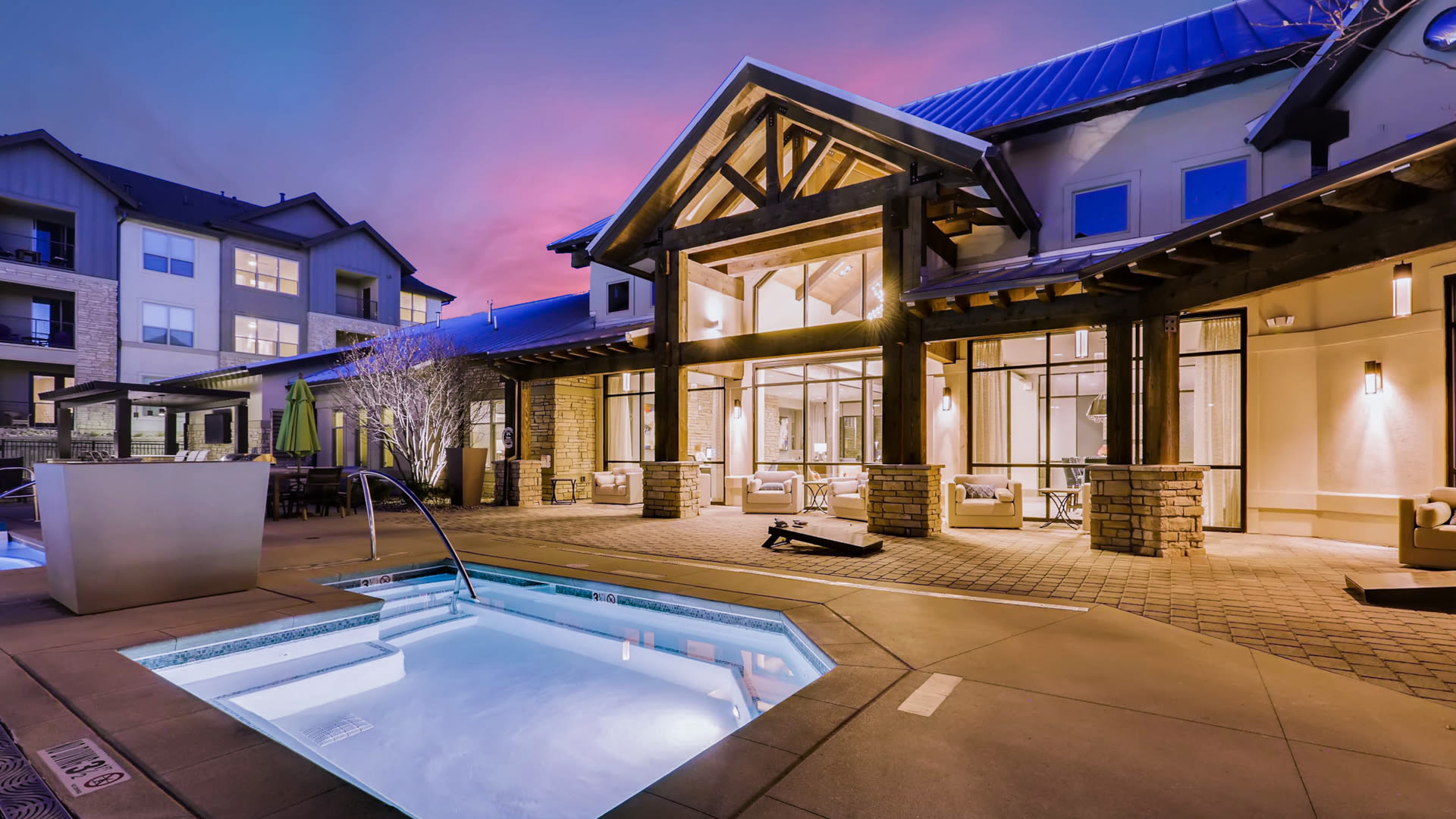 Venue at the Promenade - Pool and Spa