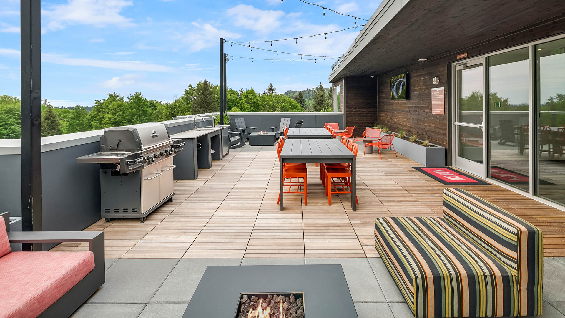 Notch Apartments - Rooftop Lounge with Grilling Area