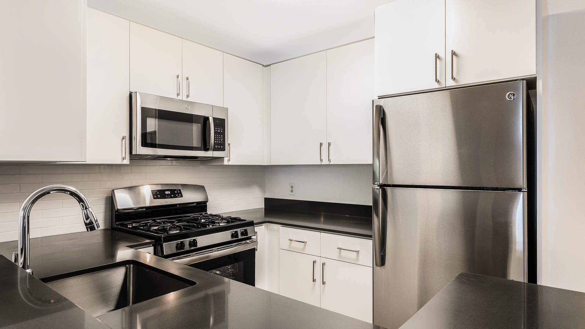 Hathaway Apartments - Kitchen