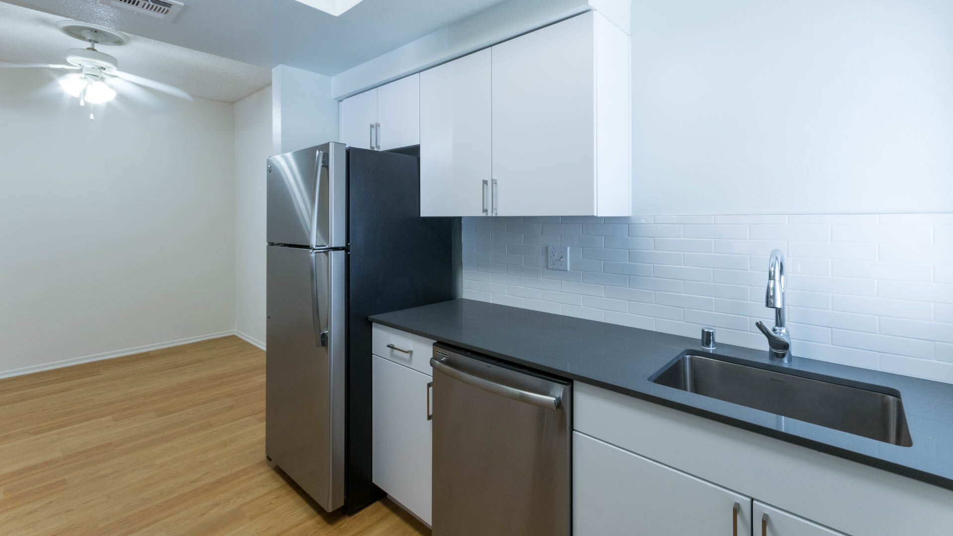 Northglen Apartments - Kitchen