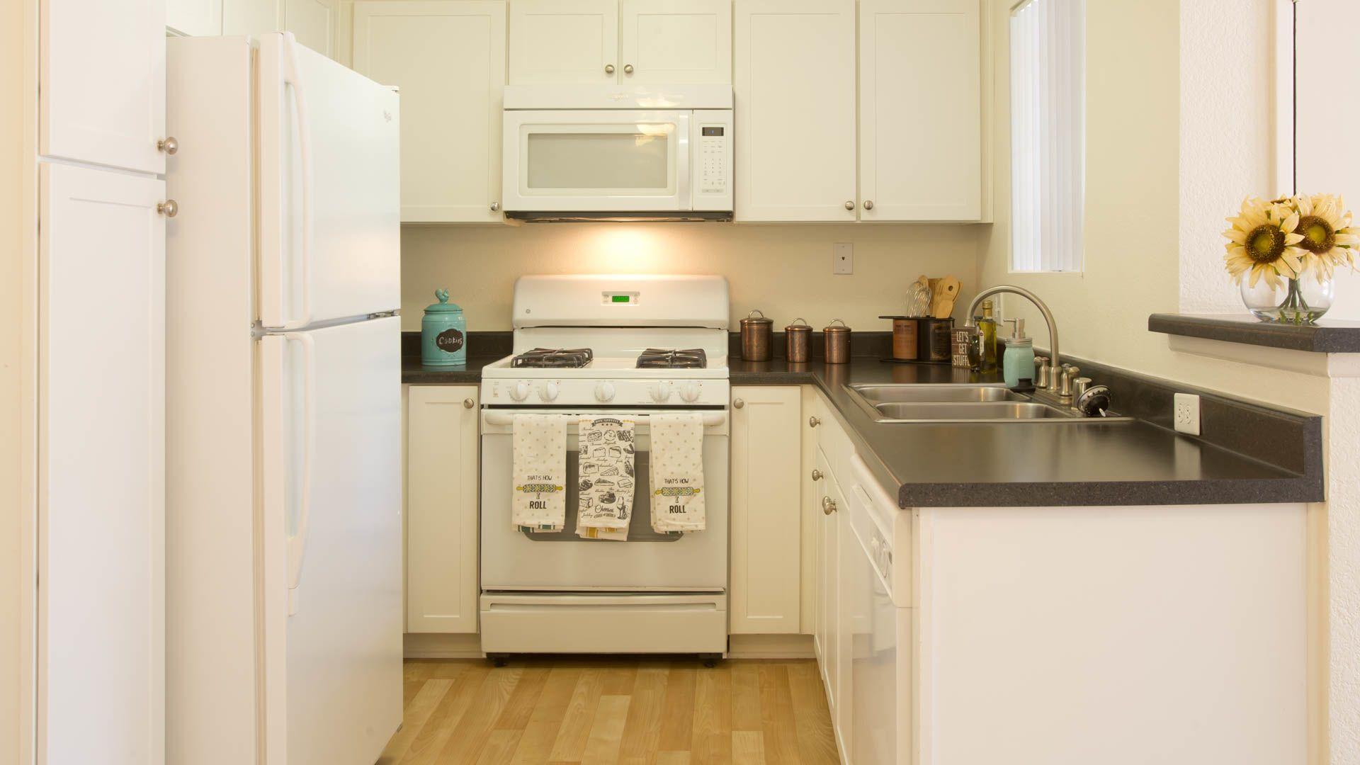 Oak Park Apartment Homes - Kitchen