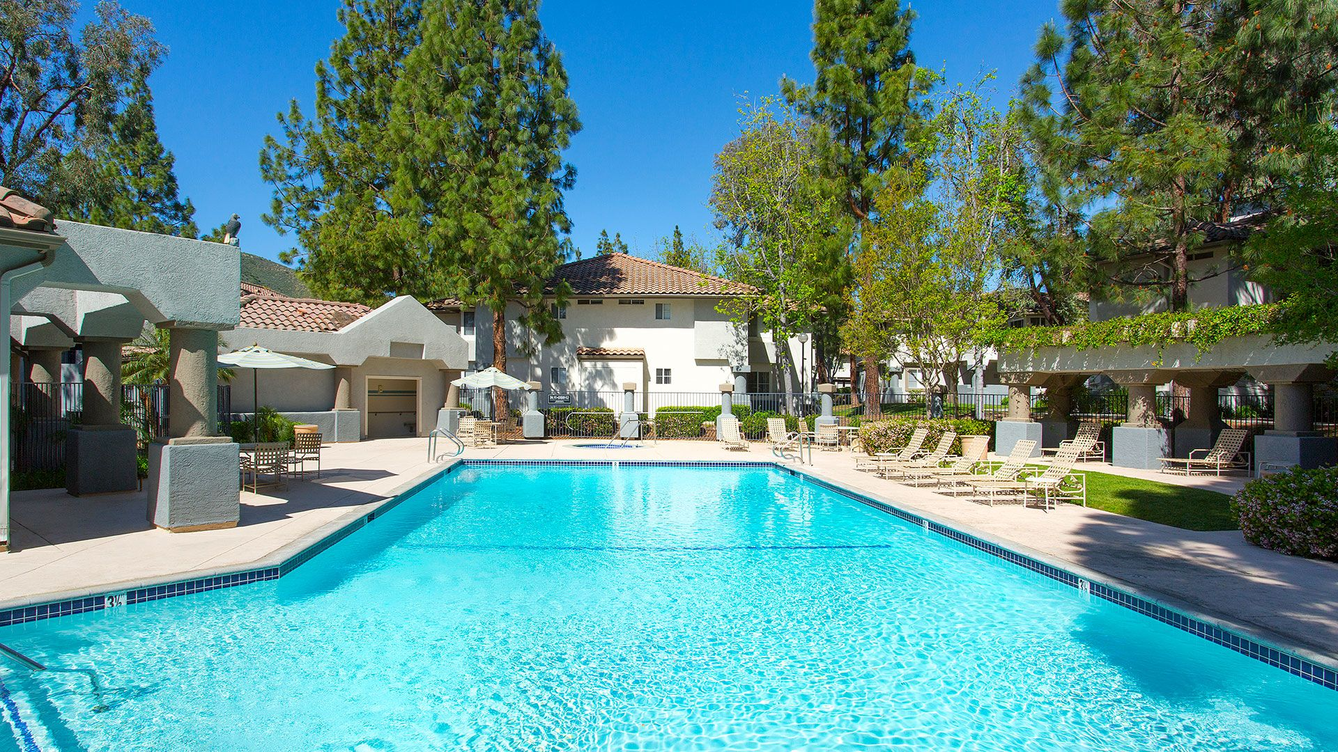 Oak Park Apartment Homes - Swimming Pool