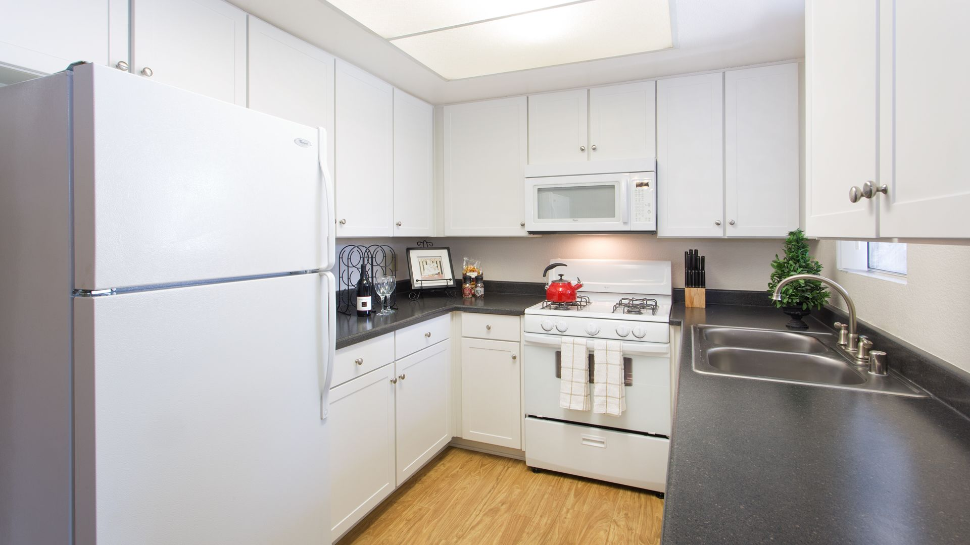 Portofino Apartments - Kitchen