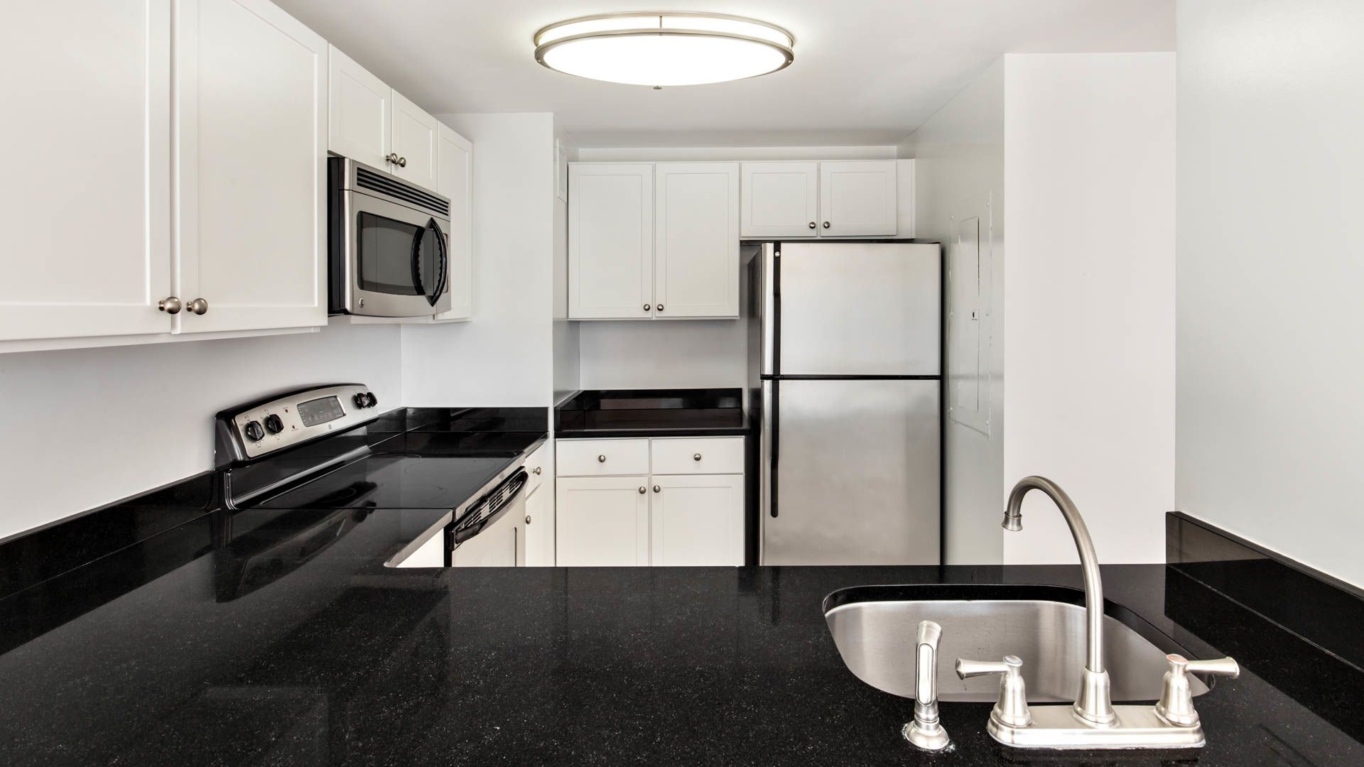 Portside Towers Apartments - Kitchen