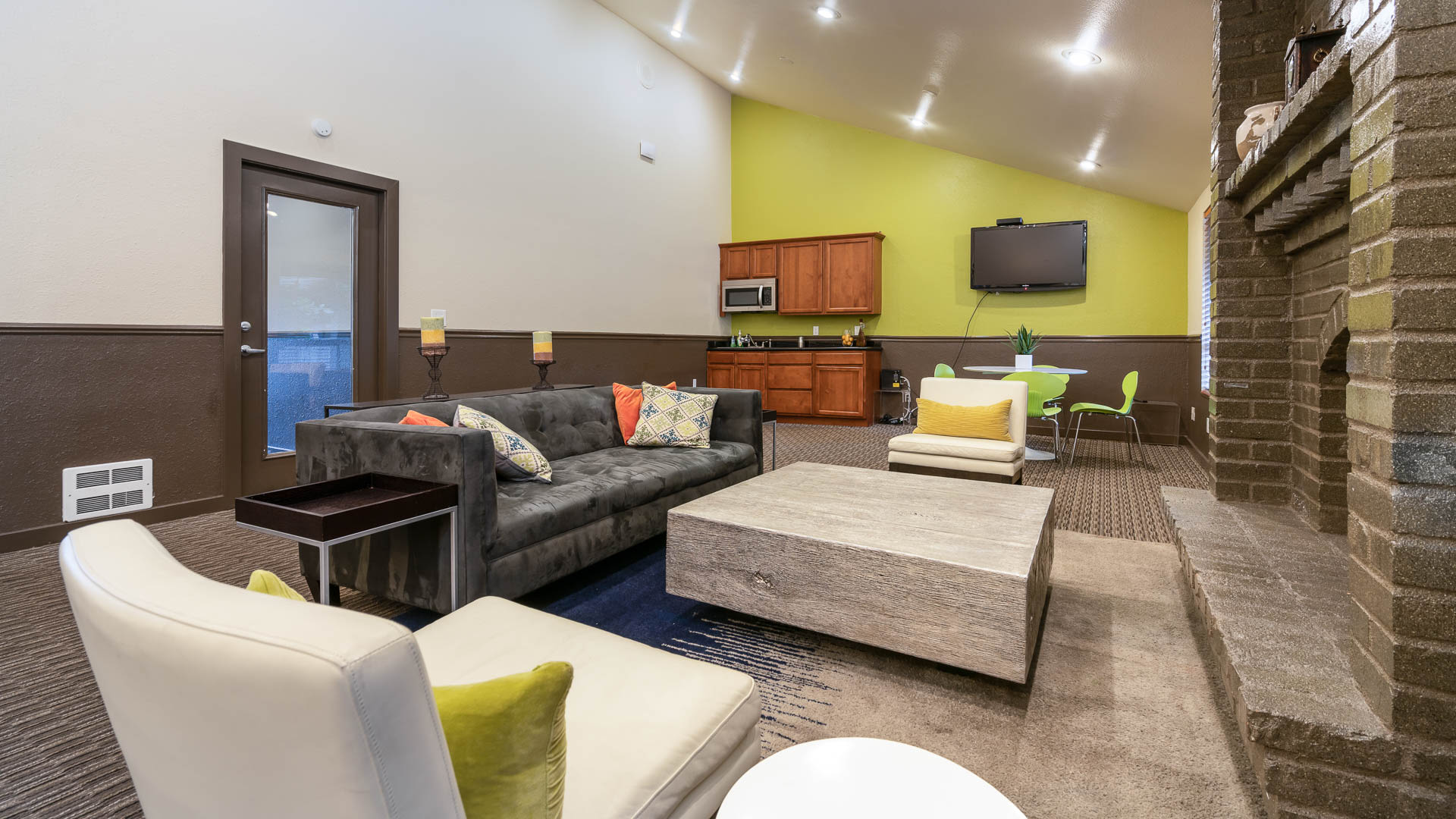 Bellevue Meadows Apartments - Resident Lounge