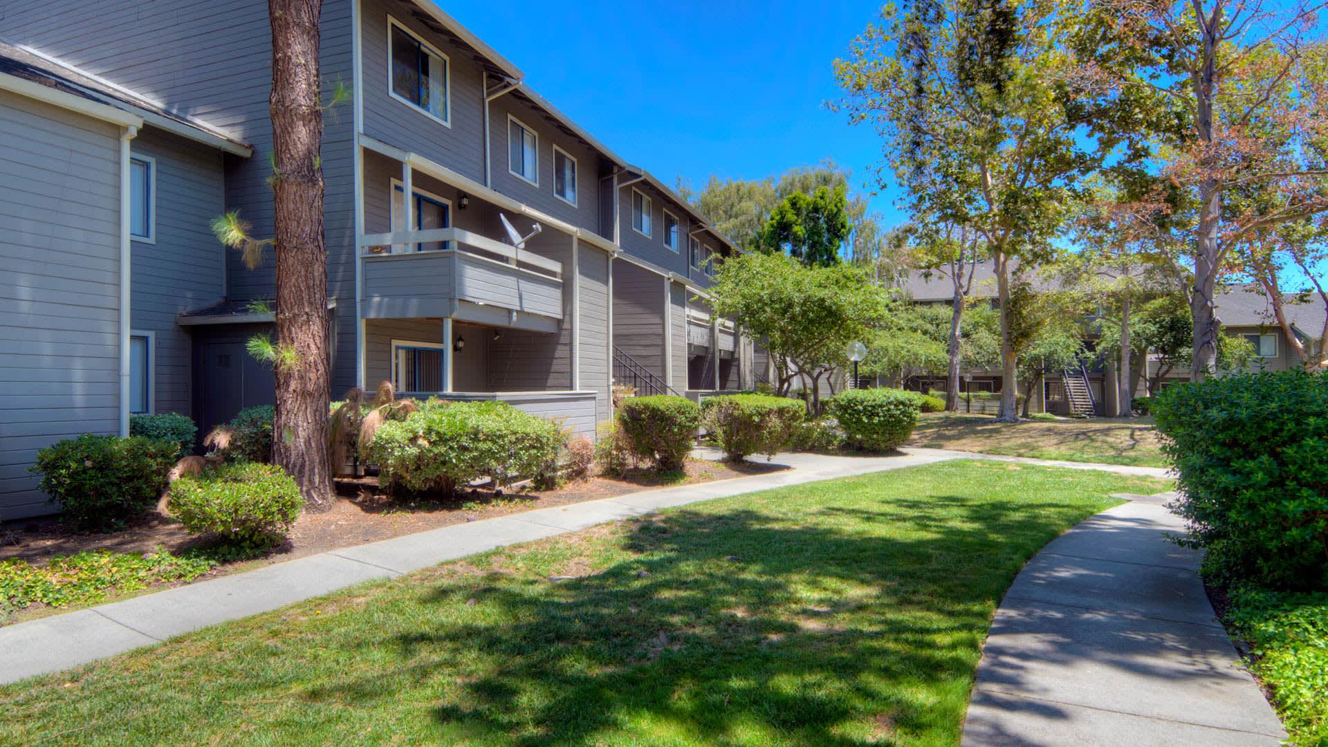 Briarwood Apartments - Exterior