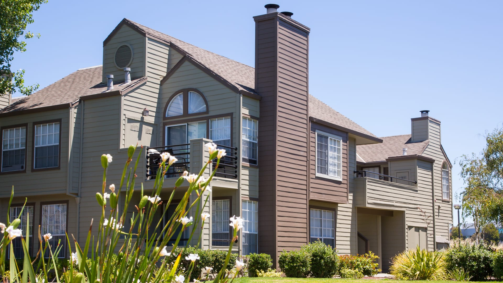 Schooner Bay Apartment Homes - Building