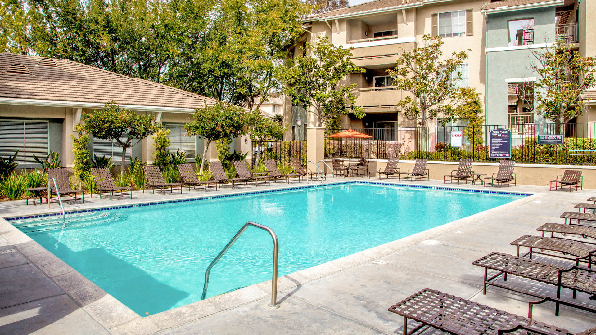 Skycrest Apartments - Swimming Pool