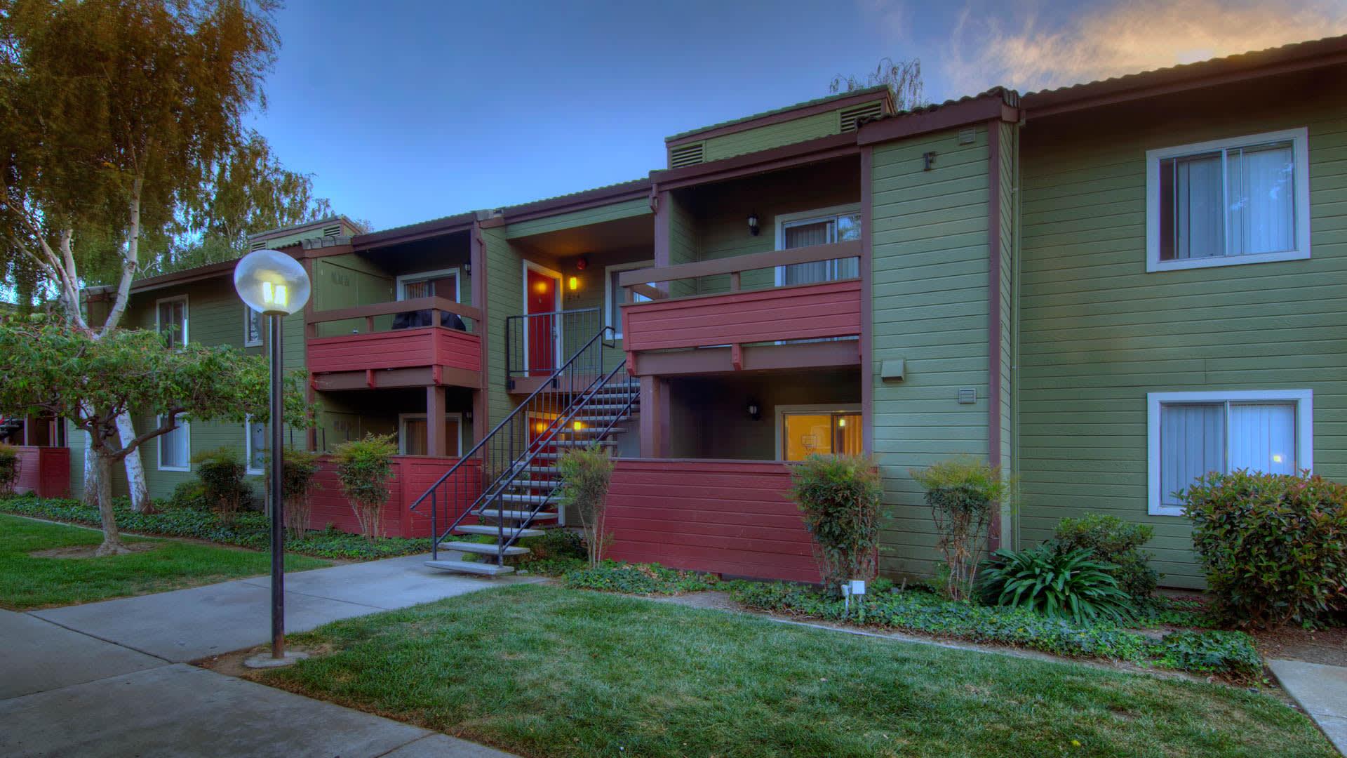 Woodleaf Apartments - Exterior